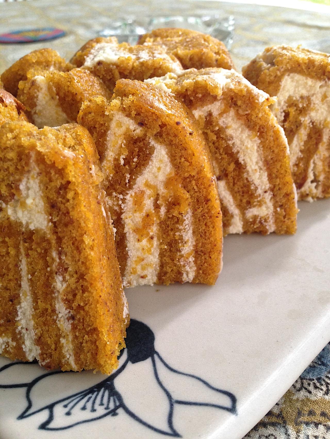 Pumpkin roll cake 001