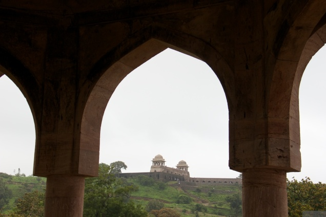 A view of Roopmati Pavilion from Baz Bahadur Mahal